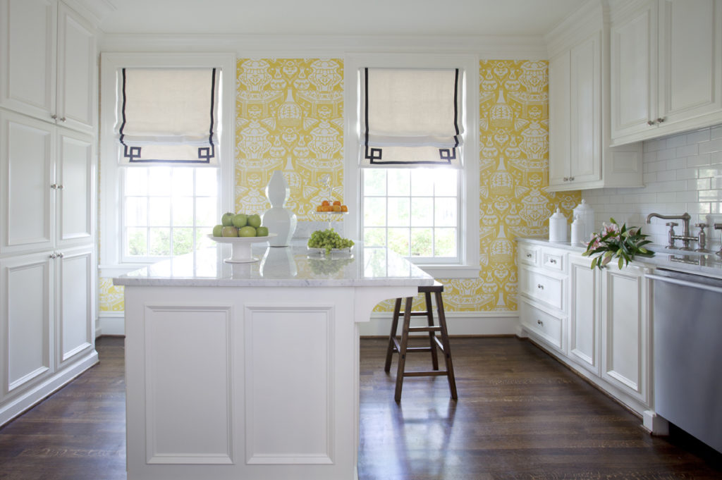 white-kitchen-with-wallpaper-house-beautiful-wallpapers